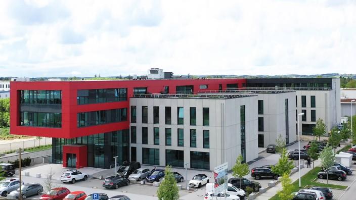 """Der """"rote Magnet"""", Gewerbebau im Gewerbegebiet Gilching Süd"""