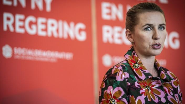 FV19 Socialdemokratiet formand Mette Frederiksen holder pressemoede og fremlaegger 10 maal som en