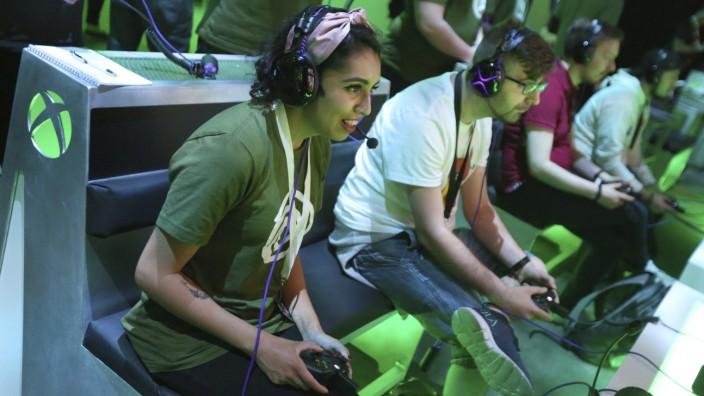 Nachhaltigkeit im Gaming: Videospiele sind ein Medium und ein Kulturgut mit großem Einfluss: Gamer im Microsoft Theater Los Angeles.