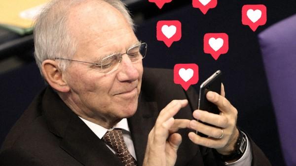 Wolfgang SchâÄ°uble mit Smartphone; jetzt Julia Schubert Bundestag