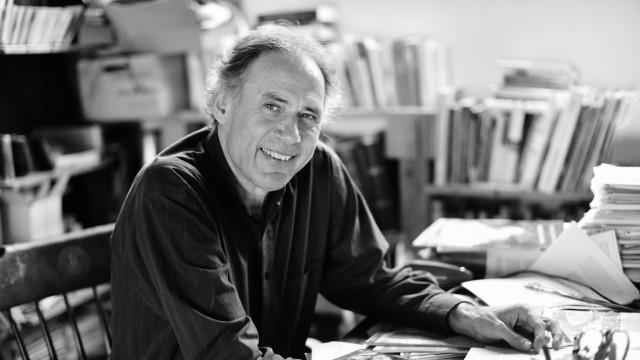 """Familientrio: Herbert Renz-Polster ist Kinderarzt, Wissenschaftler und Autor von Erziehungsratgebern und des Blogs """"Kinder verstehen"""". Er hat vier erwachsene Kinder und lebt mit Frau und jüngstem Kind in Ravensburg."""