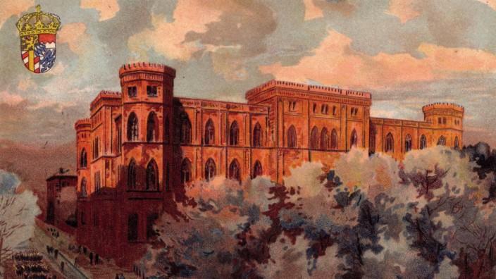 """Wittelsbacher Palais: Das """"Rote Palais"""" auf einer Ansichtskarte um 1900. Er sollte einmal Ausgangspunkt für den Aufbruch in eine neue Zeit sein und endete als Schreckenskammer."""