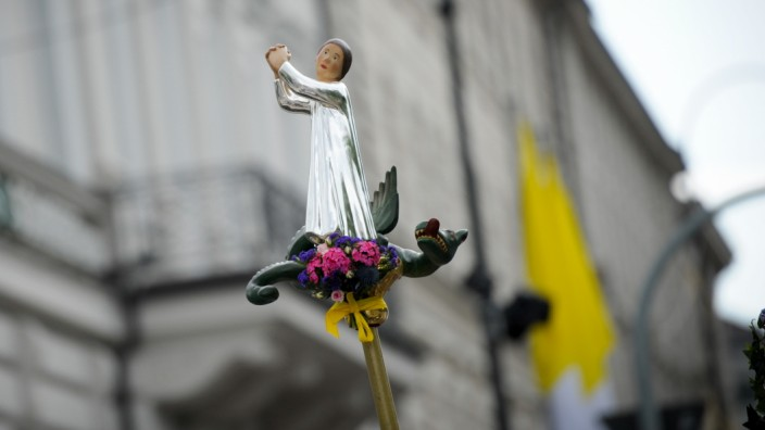 Neuer Bericht: Fronleichnamsprozession in München: Missbrauchsskandale lassen Katholiken mit ihrer Kirche hadern.