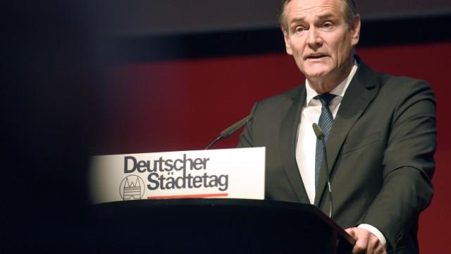 Burkhard Jung (SPD), Oberbürgermeister der Stadt Leipzig, nach seiner Wahl zum neuen Präsidenten des Städtetages.