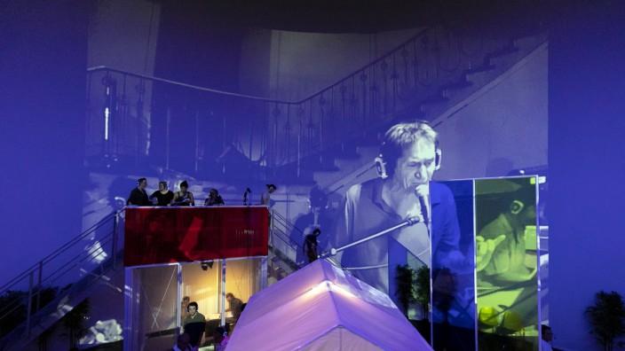 """Das Bauhaus âÄ"""" Ein rettendes Requiem. Von und Regie: Schorsch Kamerun. Urauffuehrung am 20. Juni in der Volksbuehne Berlin. Probe vom 18. Juni 2019 mit Testpublikum."""