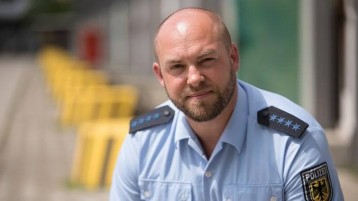 Wolfgang Appenzeller, Ansprechpartner für gleichgeschlechtliche Lebensweisen bei der Bundespolizei. Als Gay German Cop setzt er sich auch in Sozialen Medien für die Belange von Homosexuellen bei der Polizei ein.