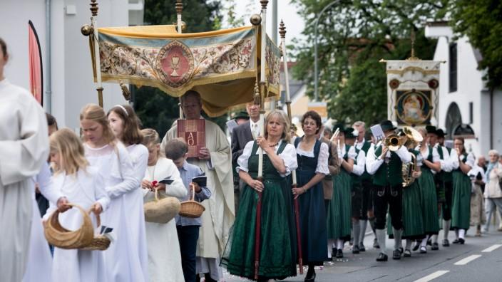 Fronleichnamsprozession der Pfarrei St. Martin in Untermenzing an der Eversbuschstraße 11