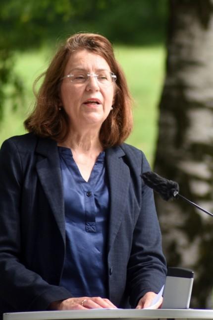 Gedenkfeier am ehemaligen SS-Schiessplatz: Gedenkstättenleiterin Gabriele Hammermann.