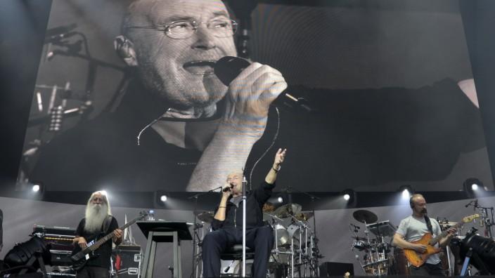 Phil Collins auf der Bühne im Olympiastadion in München