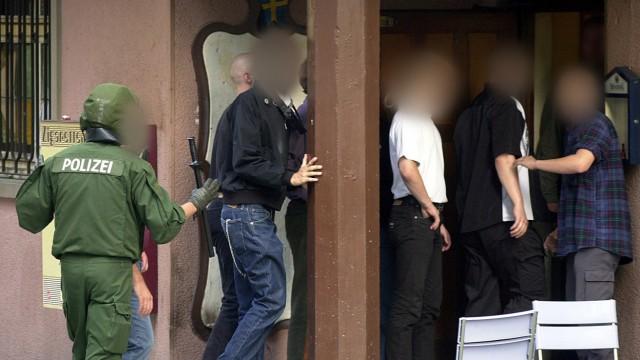 NPD-Anhänger in Kassel von Gegendemonstranten gejagt