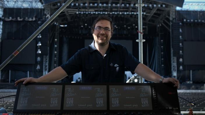 Lichttechniker Roland Greil, der die Bühnenshow für das Phil-Collins-Konzert gemacht hat. Olympiastadion