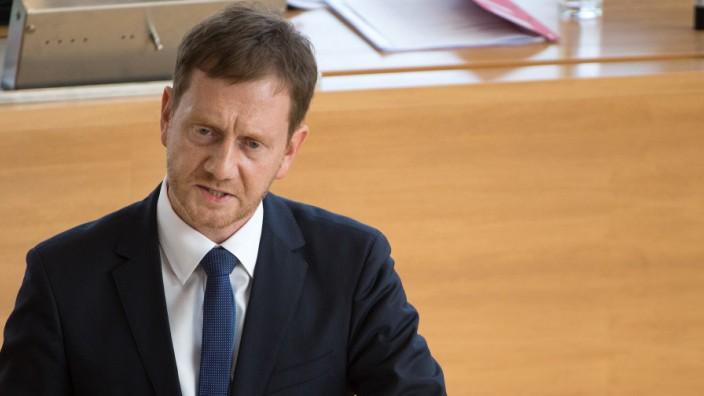 Ministerpräsident Michael Kretschmer (CDU) spricht im Sächsischen Landtag
