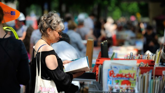 Trödeln in München: Der Bücherflohmarkt Lisar findet an der Isar statt.