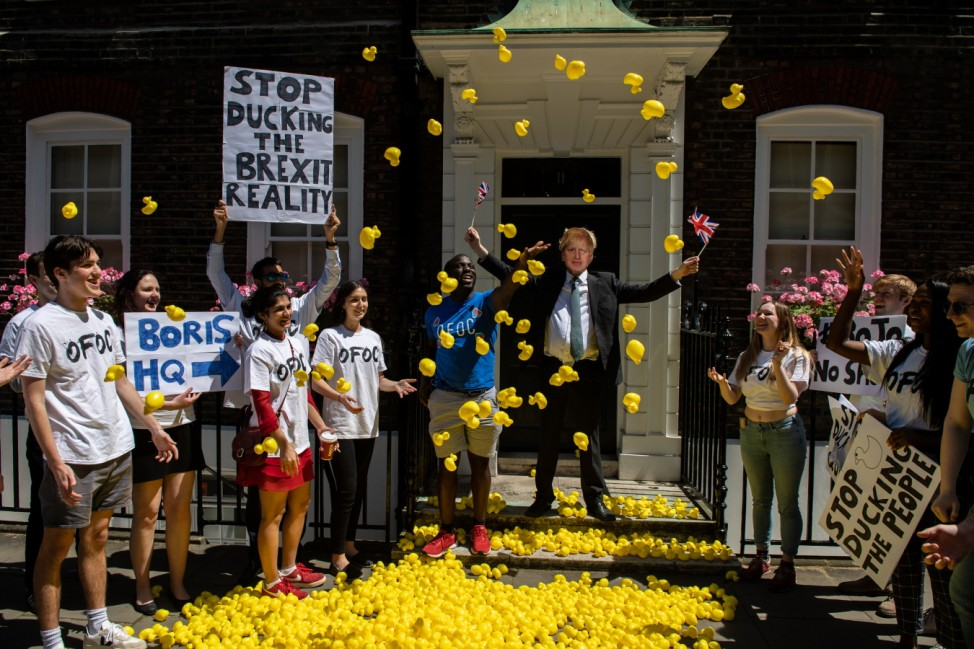 *** BESTPIX *** Our Future, Our Choice Hold Stunt At Boris Johnson's Campaign HQ
