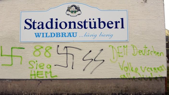 Antisemitismus: Antisemitische und rechtsextreme Schmierereien in Grafing bei München