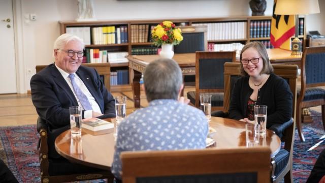 Bundespraesident Steinmeier trifft Menschen mit Trisomie 21