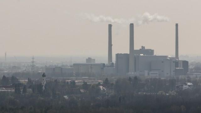 Blick auf München und das Heizkraftwerk Nord in Unterföhring