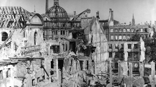 Zerstörte Häuser in München, 1945