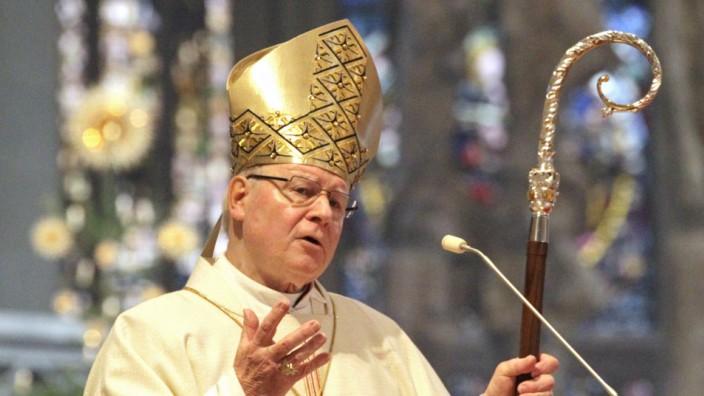 Der katholische Bischof Konrad Zdarsa predigt im Weihnachtsgottesdienst am 25 12 2018 im Augsburger