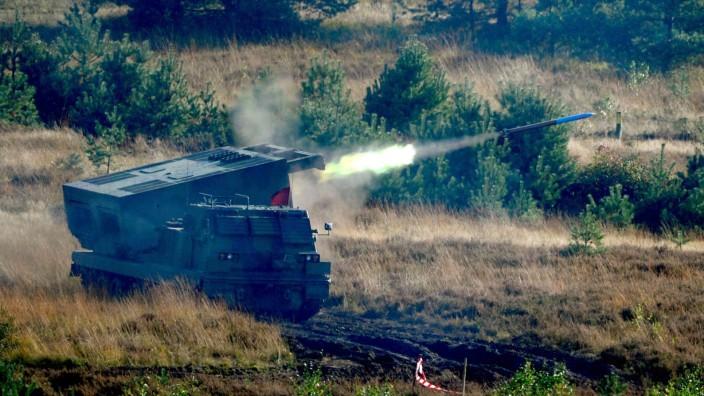 """Die Bundeswehr benutzt den """"Mars""""-Raketenwerfer."""
