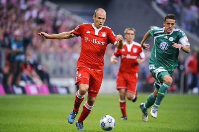 ROBBEN Arjen FC Bayern Muenchen und GENTNER Christian Der Zweifache Torschuetze Arjen Robben Fussbal; Robben