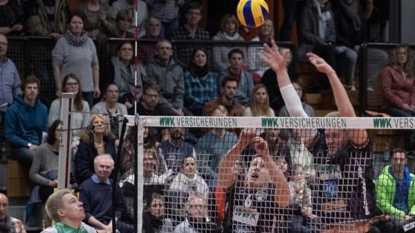 Abwehr ¦ Johannes TILLE 6 HER und Norbert ENGERMANN 10 HER Volleyball WWK Volleys Herrsch