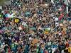 Klimaschützer demonstrieren in Bremen
