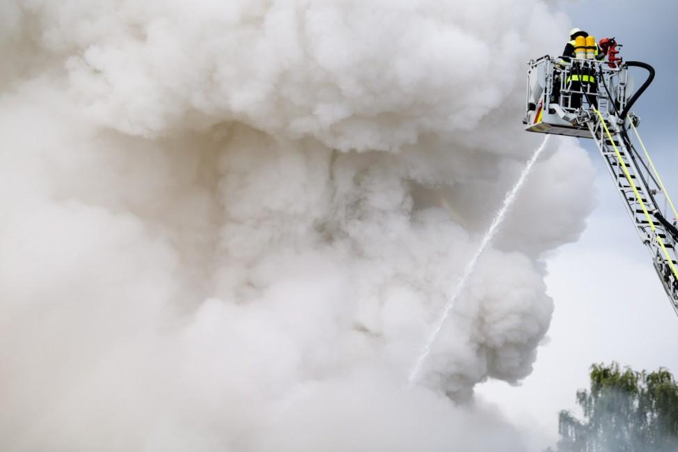 Feuer auf einem Recycling-Hof