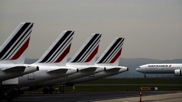 Luftfahrt: Der Flughafen Charles de Gaulle nahe Paris: Wer von hier abfliegt, muss demnächst bis zu 18 Euro mehr für sein Ticket zahlen.