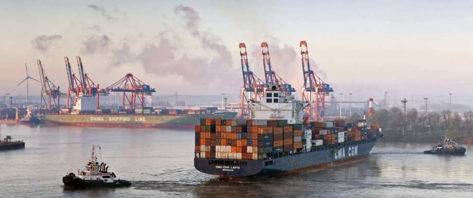 Germany Hamburg Container harbour seen from Elbchaussee PUBLICATIONxINxGERxSUIxAUTxHUNxONLY MS0029