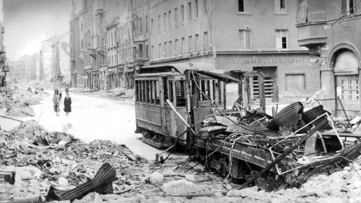 Augustenstraße in München nach einem Luftangriff