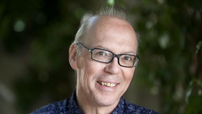 """Porträt: Er fühle sich wie ein """"Orchideenhändler"""", sagt Martin Hielscher über seine Arbeit als Programmleiter Belletristik bei C.H. Beck."""