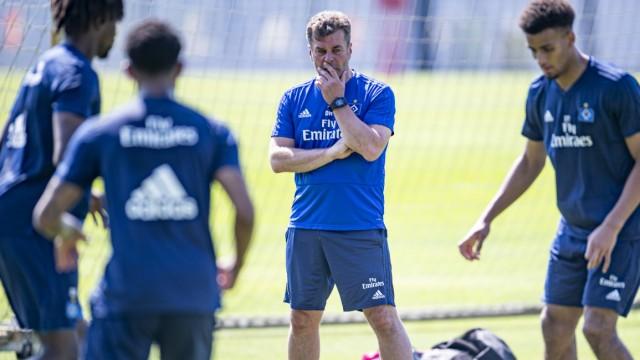 Hamburger SV - HSV-Trainer Dieter Hecking beim Training