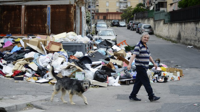 Back in Naples center the fear of garbage waste emergency around the city you start to see garbage