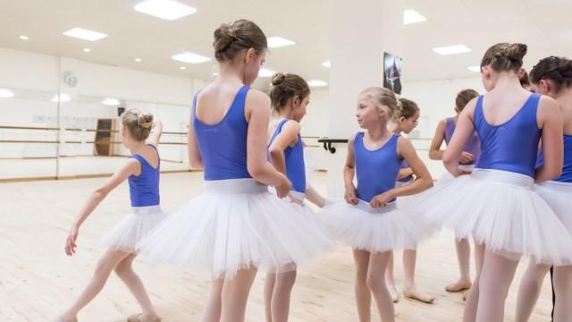 Ballettschule Baltham   Alice im Wunderland   Probe im Ballettsaal