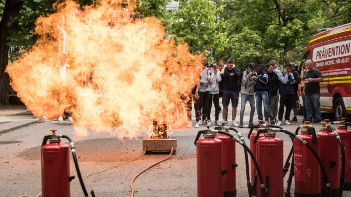 Pilotprojekt  der freiwilligen Feuerwehr Prävention und Engagement an einer Realschule