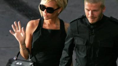 VIP-Klick: Victoria Beckham: Protzen für die Luxusgüter-Industrie: Während alle sparen, gönnt sich Victoria Beckham eine Handtasche nach der anderen.