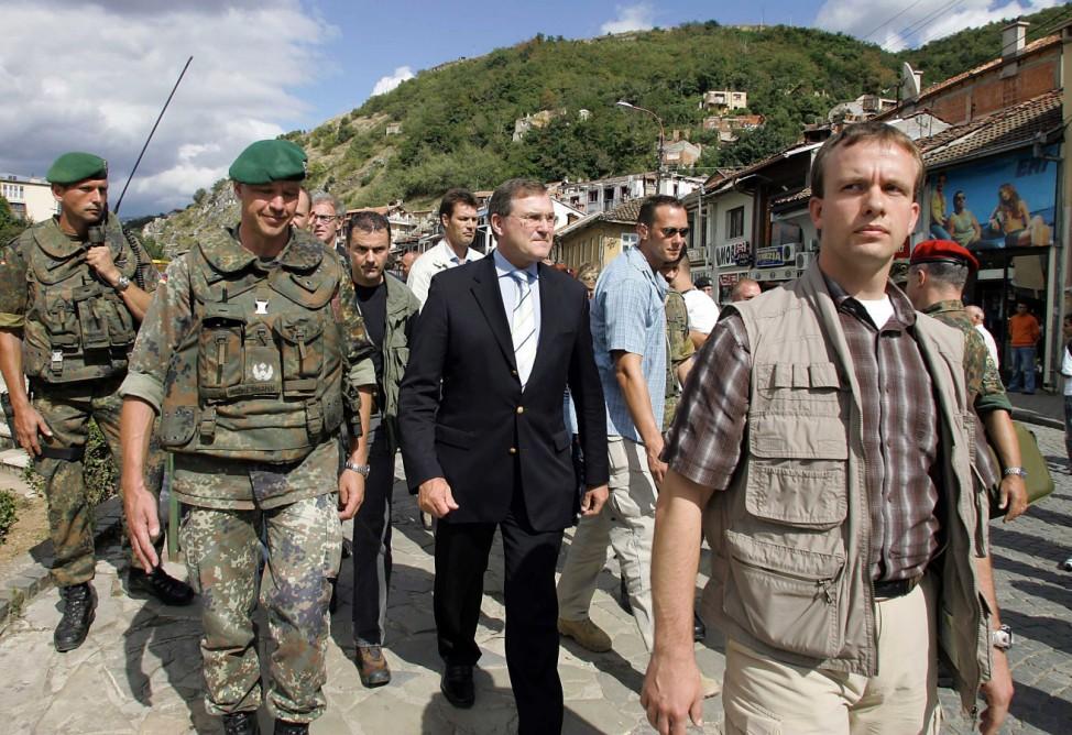 Bundesverteidigungsminister Franz Josef Jung im Kosovo