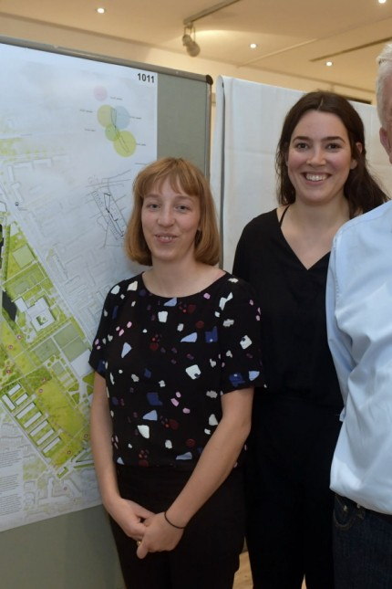 Landesgartenschau: Strahlende Sieger: Marie-Luise Dschirner, Sandra Dürrmeier und Klaus Schroll vom Büro Sinai.