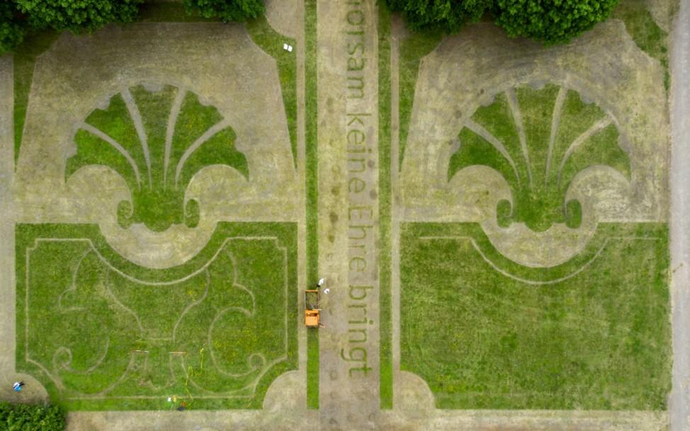 Rasenmäherzeichnungen statt Barockgarten