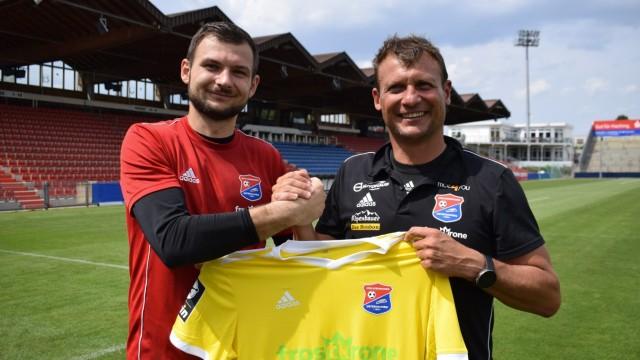 SpVgg Unterhaching: Die SpVgg Unterhaching hat Steve Kroll verpflichtet, bisher Stammtorhüter des Drittliga-Absteigers Sportfreunde Lotte. Der 22-Jährige (l., neben Trainer Claus Schromm) unterschrieb einen Einjahresvertrag.