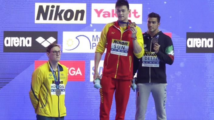 Schwimm-WM: Protest gegen den Sieger: Mack Horton (l.) tritt vom Podest.