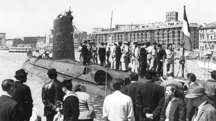 """Französische Marine: Die """"Minerve"""" im alten Hafen von Marseille Mitte der Sechzigerjahre. Als das U-Boot verschwand, waren 52 Matrosen an Bord."""