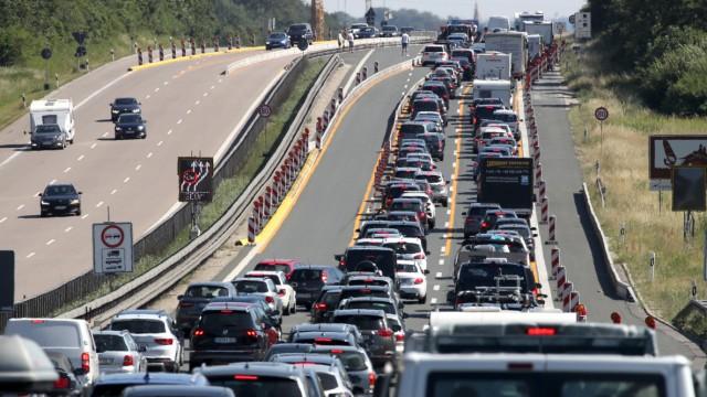 Stau bei Hitze auf der Autobahn