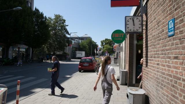 Ostbahnhof schmuddeligge Hinterseite, Flächen Friedensstrasse, Autozugflächen