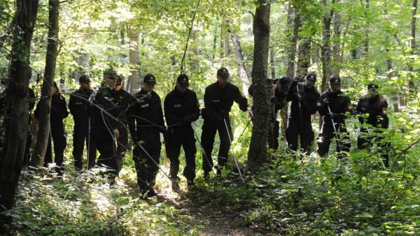 Im Truderinger Wald suchten Hunderte Polizistinnen und Polizisten vergeblich nach zwei vermissten Frauen.