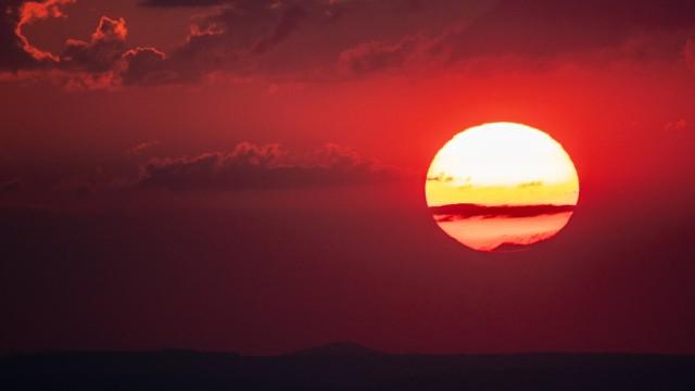 Hitze in Deutschland Sonnenuntergang am Feldberg Die Sonne geht am Abend des 28 07 2018 vom Großen