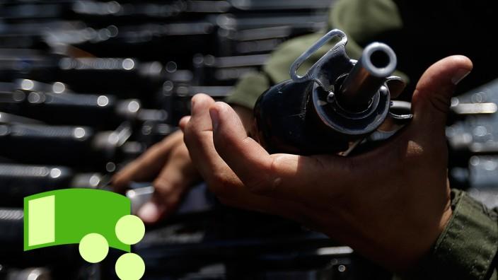 Konfiszierte Waffen, die zerstört werden sollen. Mexiko macht Waffenhersteller mitverantwortlich für den Tod von Tausenden Menschen.