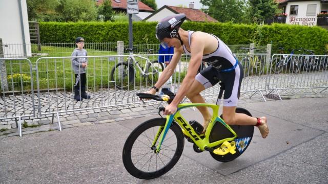 Triathlon: Einigermaßen angepasst: Obwohl Sven Pollert nicht sein Sportgerät hatte, war er nicht zu bezwingen.