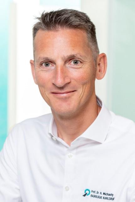Medizinische Gefahren: Henrik Michaely leitet eine Radiologie-Praxis in Karlsruhe. Der Einsatz von Kontrastmitteln gehört für den Professor zur täglichen Routine.